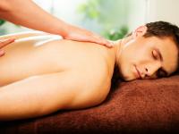 man_being_massaged